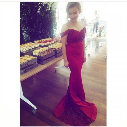 Off the Shoulder Red Long Prom Dres..